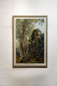 Raphaëlle Peria, Koh Ker#1, 2019. Encre et grattage sur photographie. 116x74cm