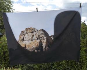 Mathilde Geldhof,  Le Résidant - La Grande Roche - 2021, 100 cm x 133 cm, impression sur tissu