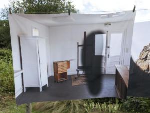 Mathilde Geldhof, Le Résidant - L' atelier - 2021, 100 cm x 129 cm, impression sur tissu