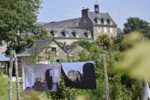 """Exposition """"Peut-on suspendre une ombre"""" dans les jardin de l'abbaye de Sqaint-Jacut - Mathilde Geldhof et Alexandre Luu"""