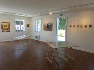 Visite de l'exposition dans la galerie L'Art Récréation à Saint-Jacut-de-la-Mer(c) APM
